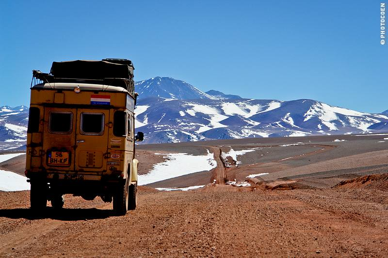 Driving Argentina's Altiplano at some 4,500 meters (©photocoen)
