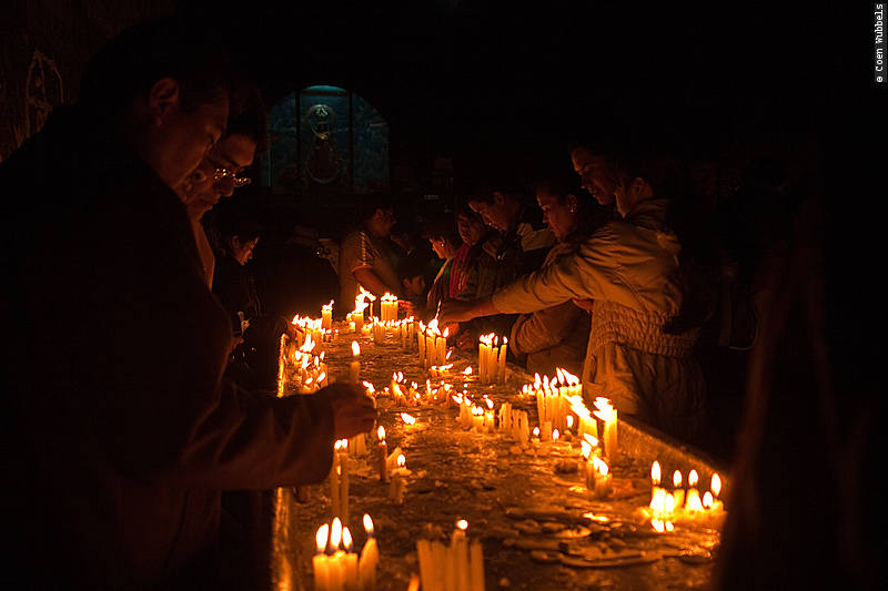 Lighting Candles in Copacabana's Cathedral (©photocoen)