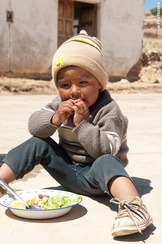 Bolivian kid enjoying lunch (©photocoen)