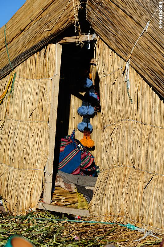 House of torora reeds on Lake Titicaca, Peru (©photocoen)