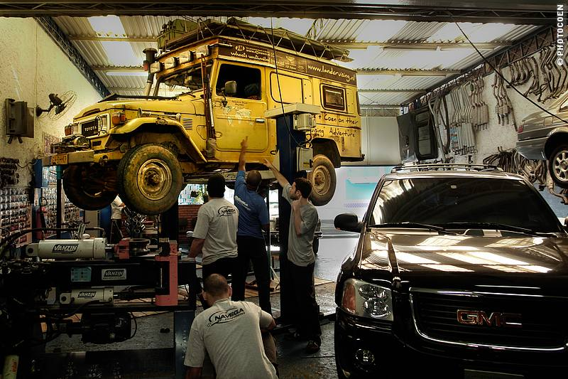 Land Cruiser in Workshop, São Paulo (©photocoen)