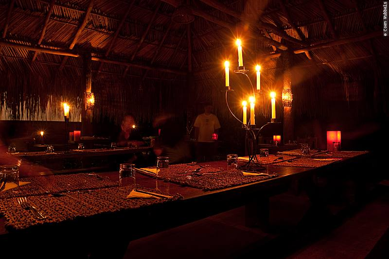 Candle lit dinner at Cristalino Jungle Lodge (©photocoen)