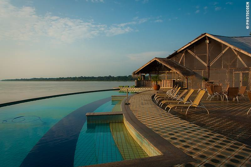 View of Pakaas Lodge Swimming Pool & River (©photocoen)