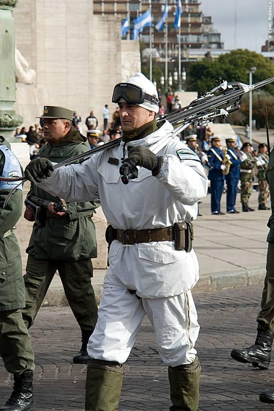 Parade during Flag Day in Rosario, Argentina (©photocoen)