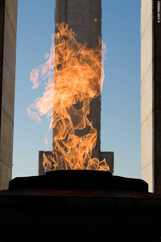 Votive Flame, National Flag Memorial in Rosario, Argentina (©photocoen)