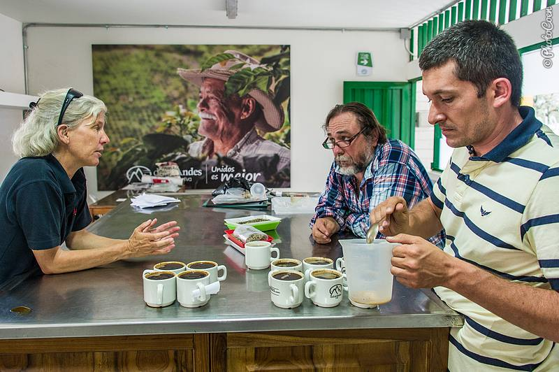 Tasting Coffee, Colombia (©photocoen)