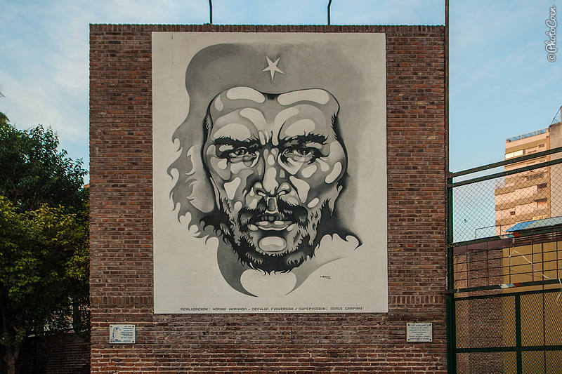 Painting of Che Guevara on Plaza de la Cooperation, Rosario (1997).