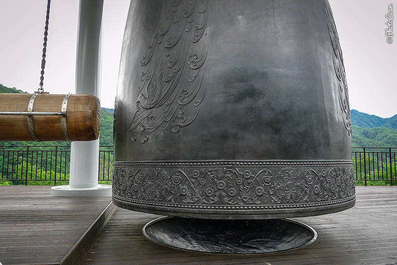 World Bell of Peace next to the Peace Dam, South Korea (©photocoen)