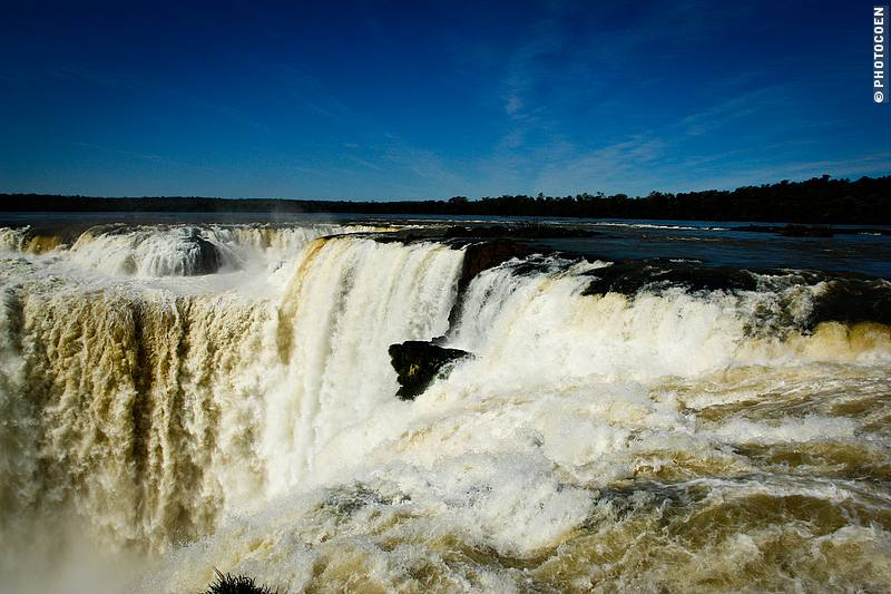 Iguazu Falls in Argentina (©Coen Wubbels)