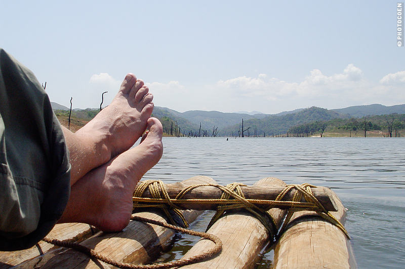 Bamboo Rafting in India, here: the raft and a view of the lake