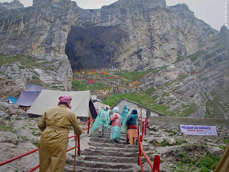hindu pilgrimage to the cave of Amarnath