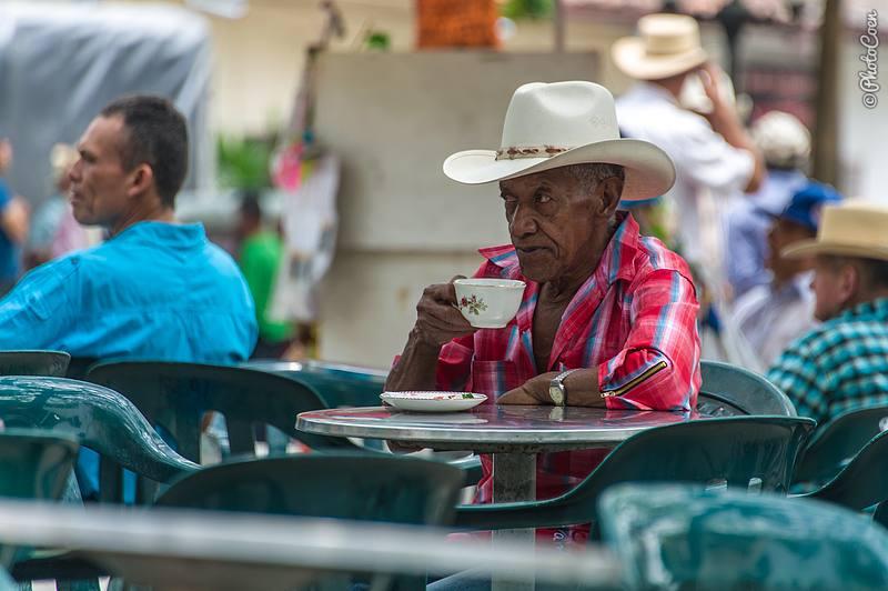 Drinking Coffee in Ciudad de Bolívar, Colombia (©photocoen)