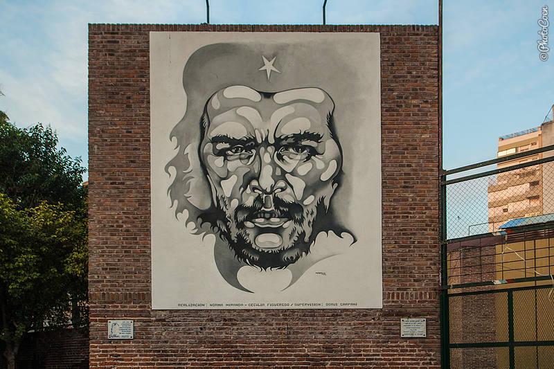 Painting of Che Guevara on Plaza de la Cooperation, Rosario (1997).