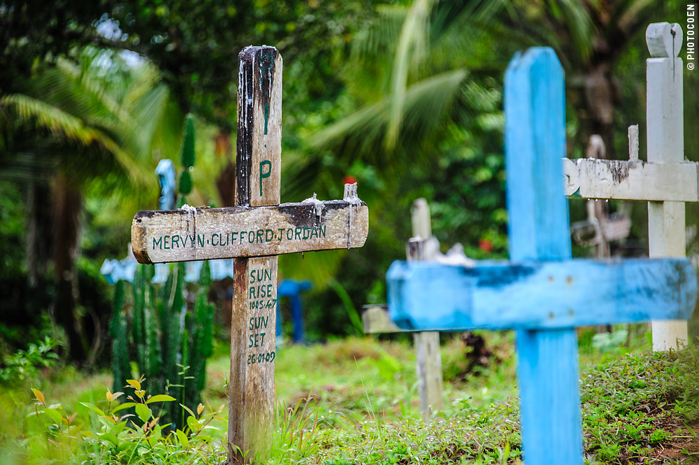 Santa Rosa Church's Graveyard in Moruca, Guyana (©photocoen)